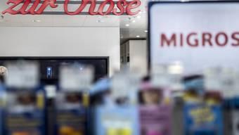 Die erste Shop-in-Shop Apotheke in einem Migrosladen in Bern. Zur Rose spricht von einem Erfolg. (Archiv)