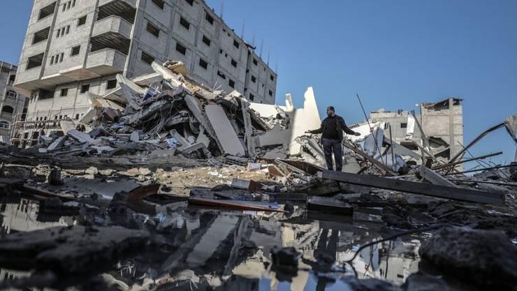 Zerstörtes Gebäude am Dienstag in Gaza City nach einem israelischen Luftangriff.
