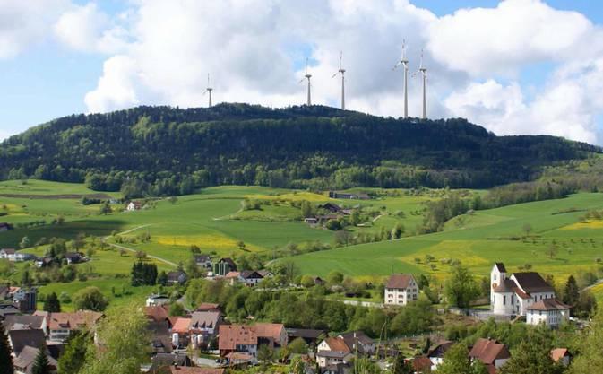 Dann entschieden die Kienberger, ob sie der Windpark Burg AG das Baurecht für das besagte Land auf der Burg erteilen wollen.
