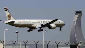Gefürchtete Konkurrenten am Himmel über Europa: Ein Etihad-Jet im Landeanflug auf Abu Dhabi. (Archiv)