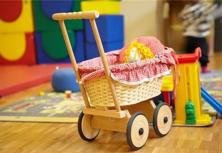 Im Frauenhaus wohnen auch Kinder. Für sie gibt es ein grosses Spielzimmer...