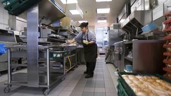 McDonald's hat in der Schweiz im vergangenen Jahr 300 Personen neu angestellt (Symbolbild)