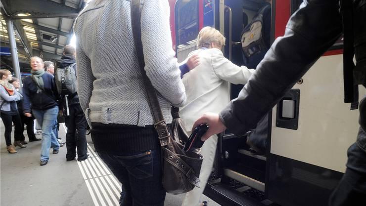 Im Zürcher Hauptbahnhof wurden zwei Taschendiebe verhaftet (Symbolbild)