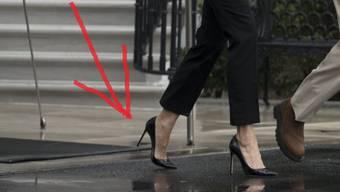 Melania und Donald Trump verlassen das Weisse Haus – das Outfit von ihr gibt zu reden.