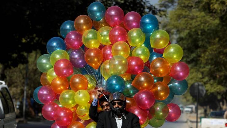 Bunte Luftballons - laut Forschern sind Ballons oder Ballonteile der tödlichste Müll im Meer. (Symbolbild)
