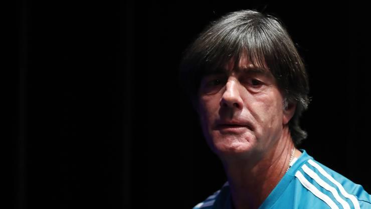 Steht mächtig in der Kritik: Deutschland-Trainer Joachim Löw.