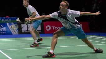Tobias Künzi (vorne) sichert sich in Brig seinen zweiten Schweizer Meistertitel im Herreneinzel.
