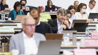 Der Kantonsrat erlaubt den Gemeinden, ihre Budget-Entscheide an der Urne durchzuführen und auf Gemeindeversammlungen zu verzichten. Den Jungparteien der SVP und FDP passt das gar nicht. Sie ziehen vor Bundesgericht. (Archivbild)