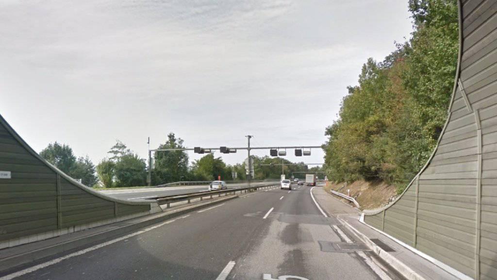 Die Unfallstelle auf der A2 befindet sich unmittelbar nach einem Tunnel bei Eich LU.