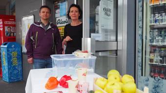 Seit etwa zwei Monaten gibt es am Bahnhof eine Foodsharing-Station. Mit Bea Bieber und Michael Sailer
