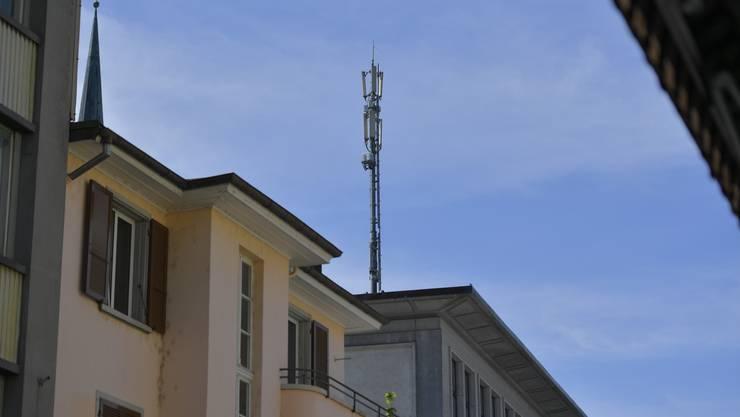 Mobilfunkantenne der Swisscom auf dem alten Postgebäude an der Centralstrasse