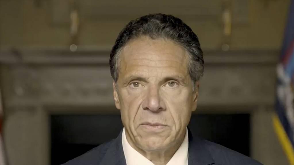 New Yorks Gouverneur Andrew Cuomo soll einer Untersuchung zufolge mehrere Frauen sexuell belästigt haben.