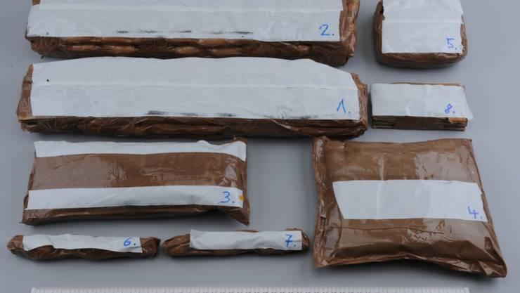 Kiloweise mutmassliches Kokain hat die Polizei in einer St. Galler Wohnung sichergestellt.
