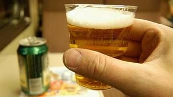 Trinksucht ist nicht nur für Alkoholabhängige selbst eine schwere Belastung. Auch die Partner leiden – auch unter Schuld- und Schamgefühlen (wal)