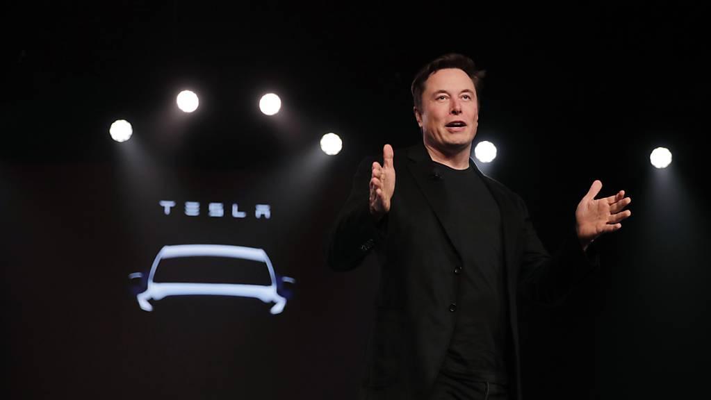 Der von Elon Musk geführte Elektroauto-Pionier hat Toyota als wertvollstes Autounternehmen der Welt überholt. (Archivbild)