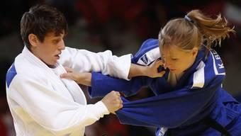 Judoka Evelyne Tschopp (links) erlitt im Hinblick auf die Qualifikation für die olympischen Spiele 2016 in Rio einen Rückschlag.