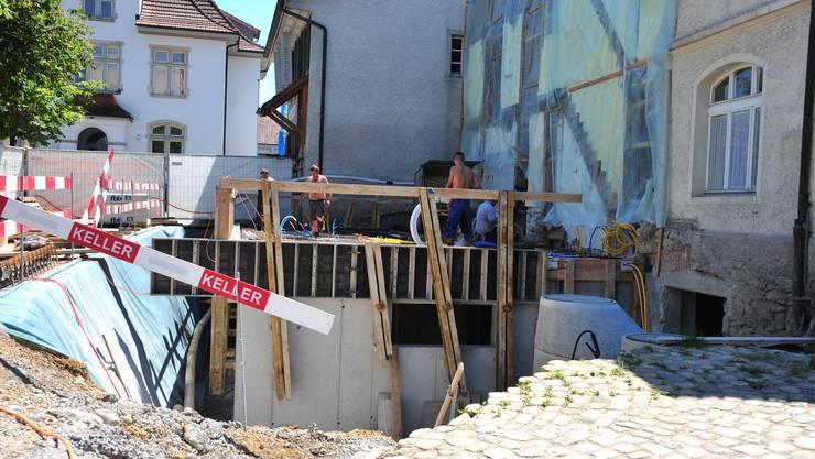 Auf der Baustelle beim Weissen Wind herrscht emsiges Treiben. Bald wird in die Höhe gebaut - der Umbau ist gesichert!
