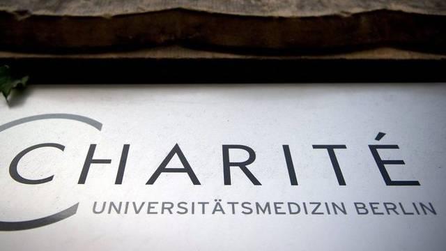 Am Eingang der Berliner Klinik Charité (Archiv)