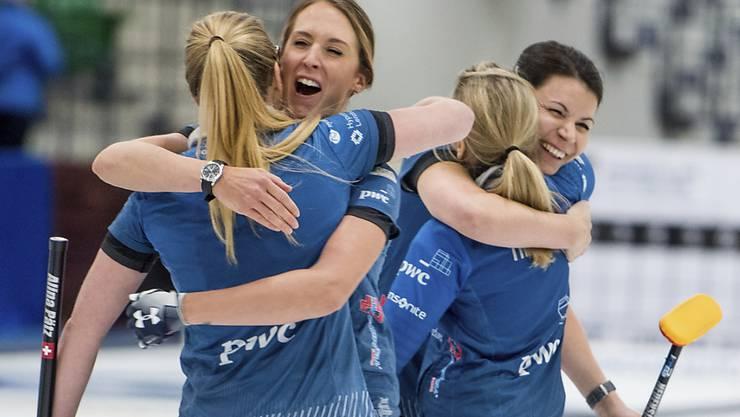 Alina Pätz, Melanie Barbezat, Silvana Tirinzoni, Esther Neuenschwander (von links): In der abgelaufenen Saison konnten die Schweizerinnen oft jubeln - wie hier nach dem World-Tour-Turniersieg in Saskatoon