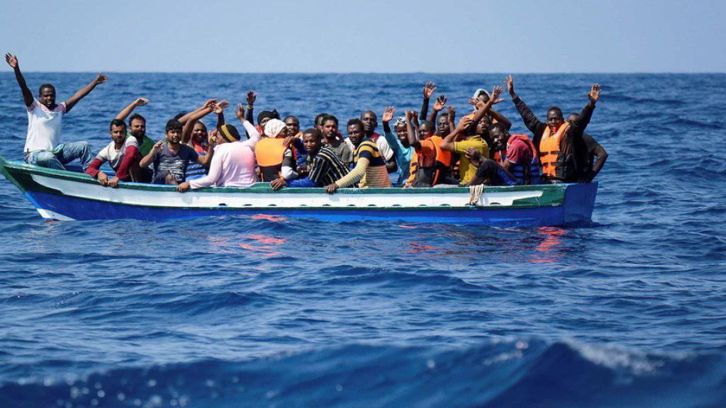 Nach Angaben der Internationalen Organisation für Migration wagen sich nicht weniger Menschen auf die gefährliche Fahrt über das Mittelmeer. Doch das Risiko, dabei zu sterben, hat sich vervierfacht. (Archivbild)
