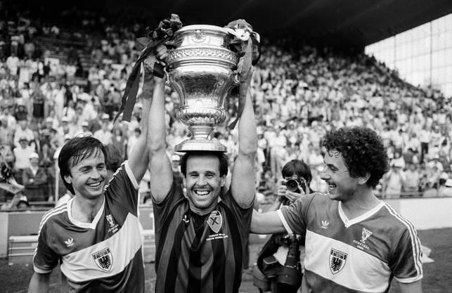 Die Mannschaft gewinnt am 27. Mai 1985 den Cupfinal gegen Neuchatel Xamax mit 1:0.