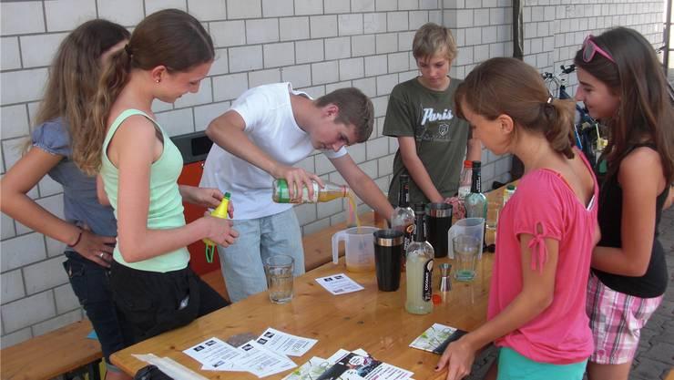Beispiel für ein Projekt: Im August 2012 wurde in Hausen ein Strassencafé organisiert. az-Archiv/Manuel Hediger