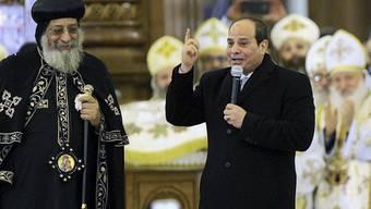 Um gutes Einvernehmen bemüht: der ägyptische Präsident al-Sisi (rechts) und der Kopten-Papst Twadros II. in der neuen grossen Kathedrale östlich von Kairo.