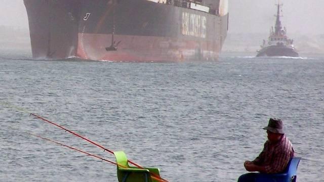 Den Fischern am Suez-Kanal kommen keine iranische Kriegsschiffe in die Quere (Symbolbild)