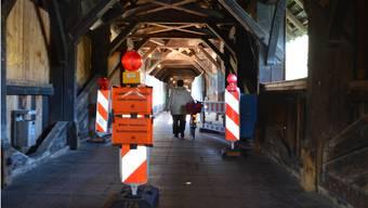 Trotz der Sanierung ist die Brücke für die Passanten offen. Es kann aber zu kurzen Unterbrüchen kommen.