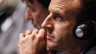 Noch bringen Emmanuel Macron die paar Deserteure nicht um den Schlaf – noch nicht. (Archivbild)