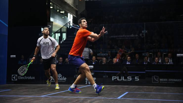 Squash ist vor allem in Ägypten sehr beliebt. Im Bild: Die ägyptischen Squash-Spieler Omar Abdel Meguid (Weiss) und Omar Mosaad.