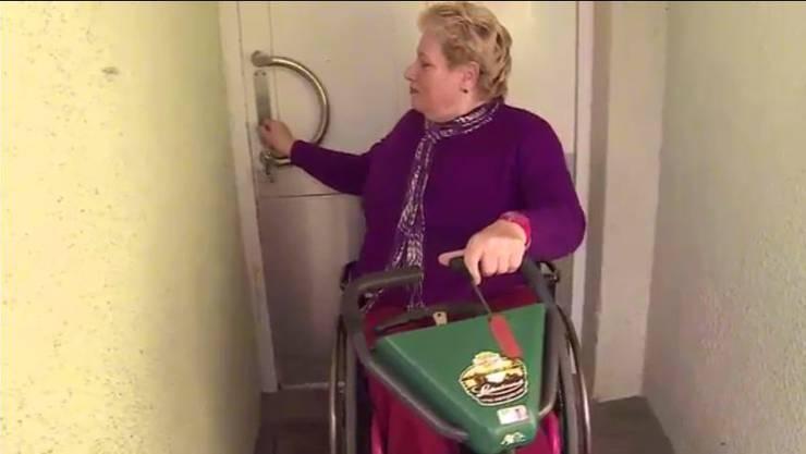 Erika Genillard muss auch weiterhin die Haustür auf diese Weise aufmachen. (Archiv)