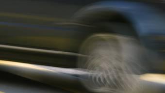 Ein Autofahrer wurde mit 80 km/h in Birmensdorf erwischt. (Themenbild)