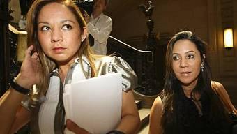 Noriegas Töchter Sandra (l.) und Thays beim Prozessauftakt in Paris