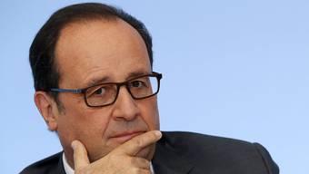 Hollande lässt im Ausland Terroristen töten.