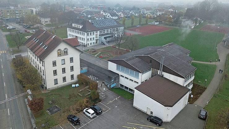 Das Dach des Neudorfschulhauses muss saniert werden.
