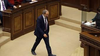 Verrechnet: Oppositionsführer Nikol Paschinjan im armenischen Parlament.