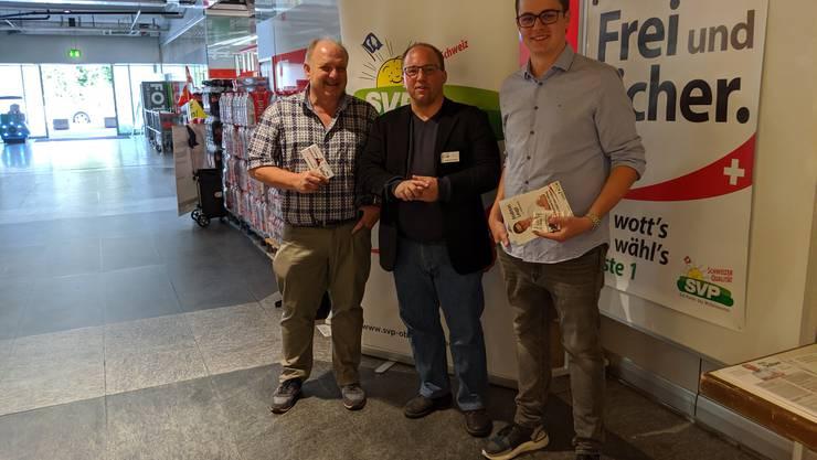 Standaktion im Zentrum Oberengstringen mit den NR-Kandidaten Jürg Sulser, Matthias Hauser und Andreas Leupi