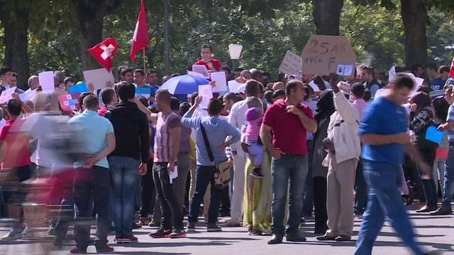 Flüchtlinge protestieren gegen den F-Ausweis