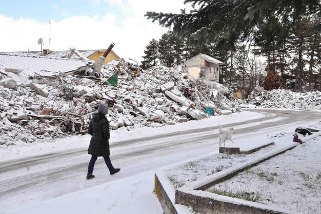 Ersten Informationen zufolge stürzten Gebäude ein,...