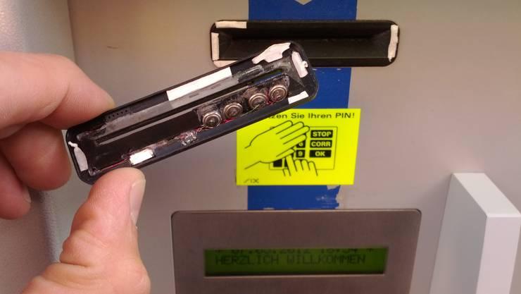 Skimmingversuch an einem Ticketautomaten im Bahnhof Aarau (Symboldbild)
