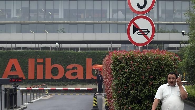 Der chinesische Onlinekonzern Alibaba investiert künftig viel Geld in den Ausbau des Geschäfts mit Cloud-Dienstleistungen. Damit will er dem US-Kontrahenten Amazon Konkurrenz machen.(Archivbild)