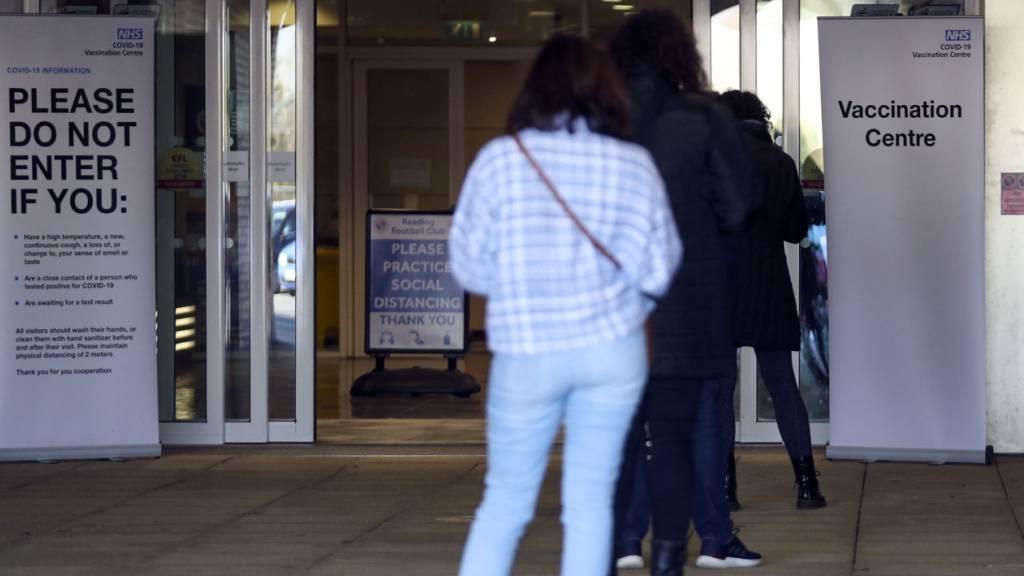 Aus Vorsicht: Briten unter 40 bekommen Alternative zu Astrazeneca