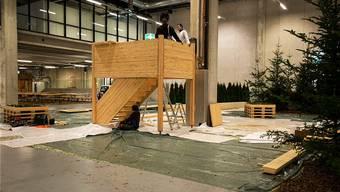 Der neue Aussichtsturm von Pro Natura Aargau – hier wird er an einer Messe in Bern aufgebaut – soll Ein- und Überblick bei Naturphänomenen bieten. Ho
