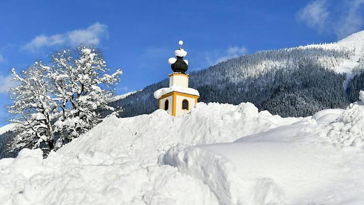 Der Winter treibt es in weiten Teilen Europas auf die Spitze. Kirche von Untertauern (AUT).