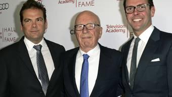 Nachfolgeregelung bei den Murdochs: Söhne Lachlan (links) und James mit Vater Rupert (Archiv)