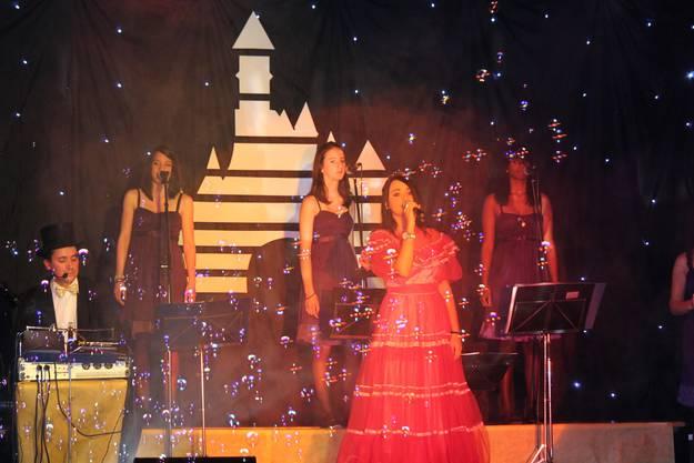 Während des Auftritts der Prinzessinnen sorgt eine Seifenblasenmaschine für verträumte Stimmung