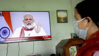 Der indische Premierminister Narendra Modi verkündet die Verlängerung der Ausgangssperre in einer Fernsehansprache.