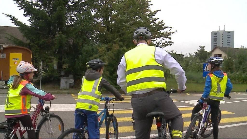Einheitlicher Verkehrsunterricht: Schüler üben im Parcours in Lenzburg