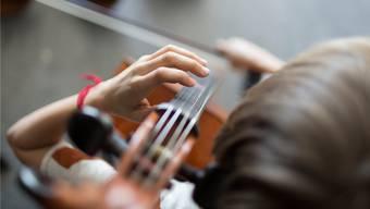Der Landrat bewilligte 50'000 Franken pro Jahr für die Förderung des Instrumentalunterrichts an der FMS. (key)